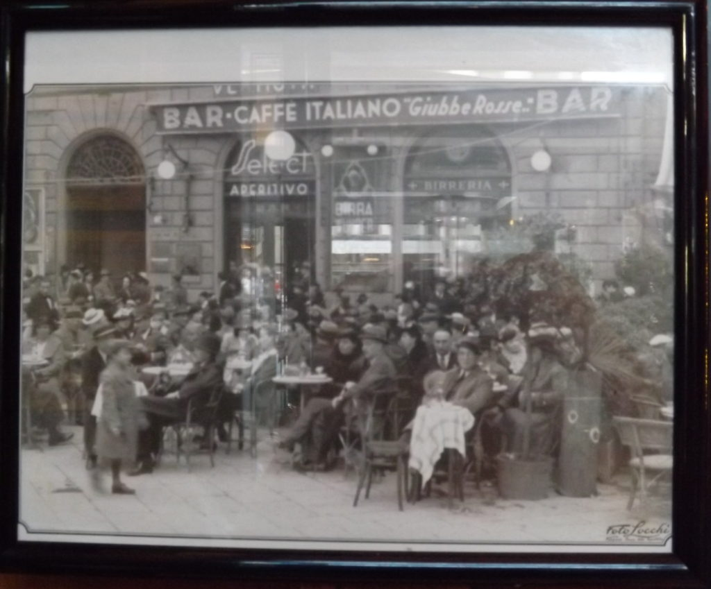black and white photo of Giubbe Rosse cafe, early 20thc