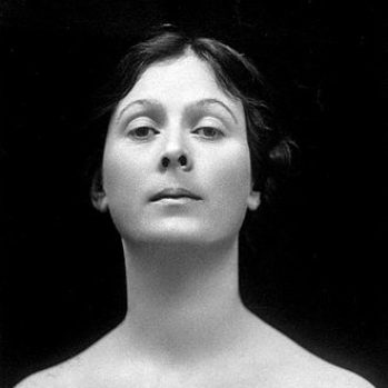Black and white portrait photograph of Isadora Duncan